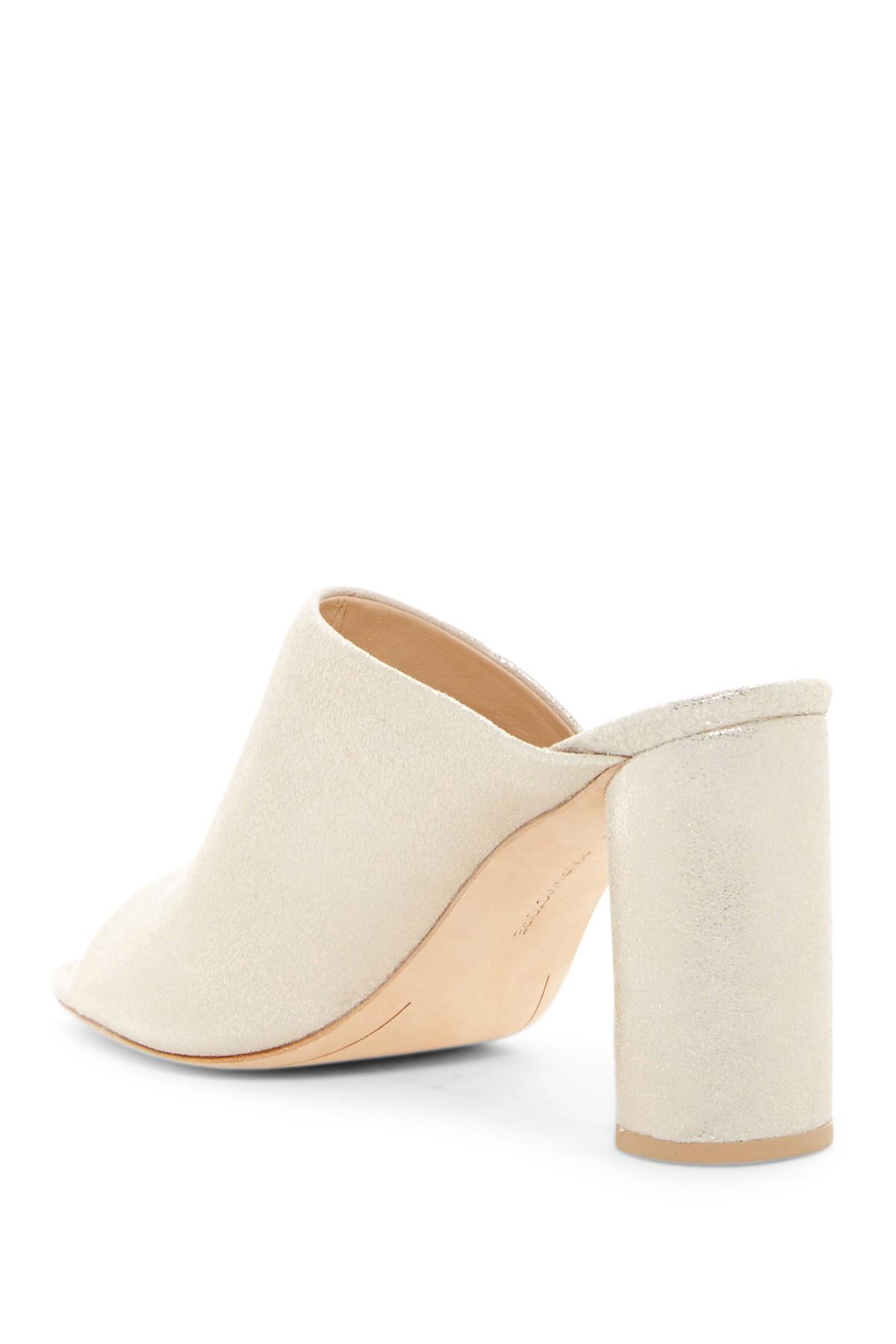 Pour La Victoire Helena Slide Heel On Peep Toe Wrapped Heel Slide Leder Champagne Mule 5a6b27