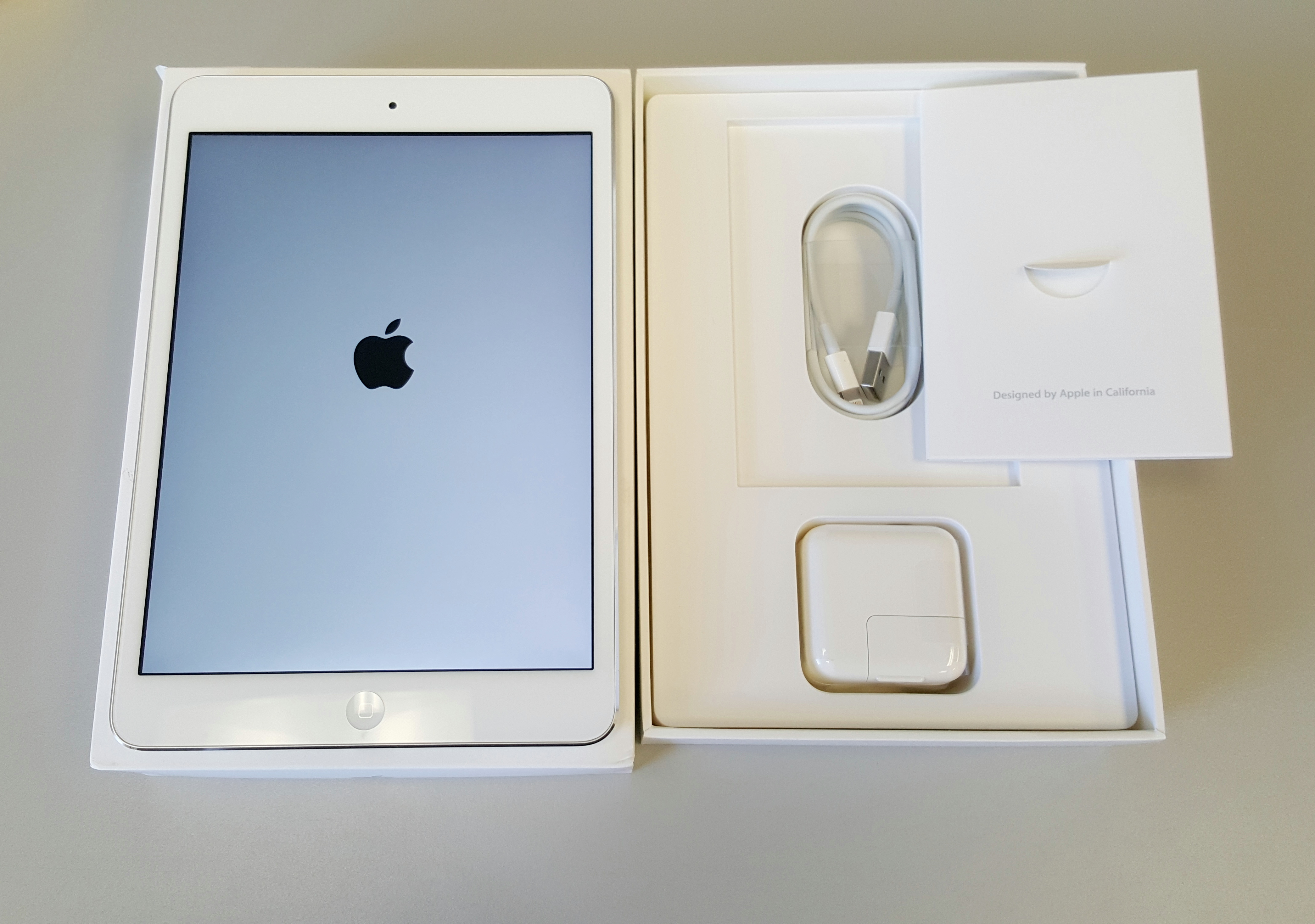 excellent apple ipad mini 2 2nd gen 7 9 32gb silver white. Black Bedroom Furniture Sets. Home Design Ideas