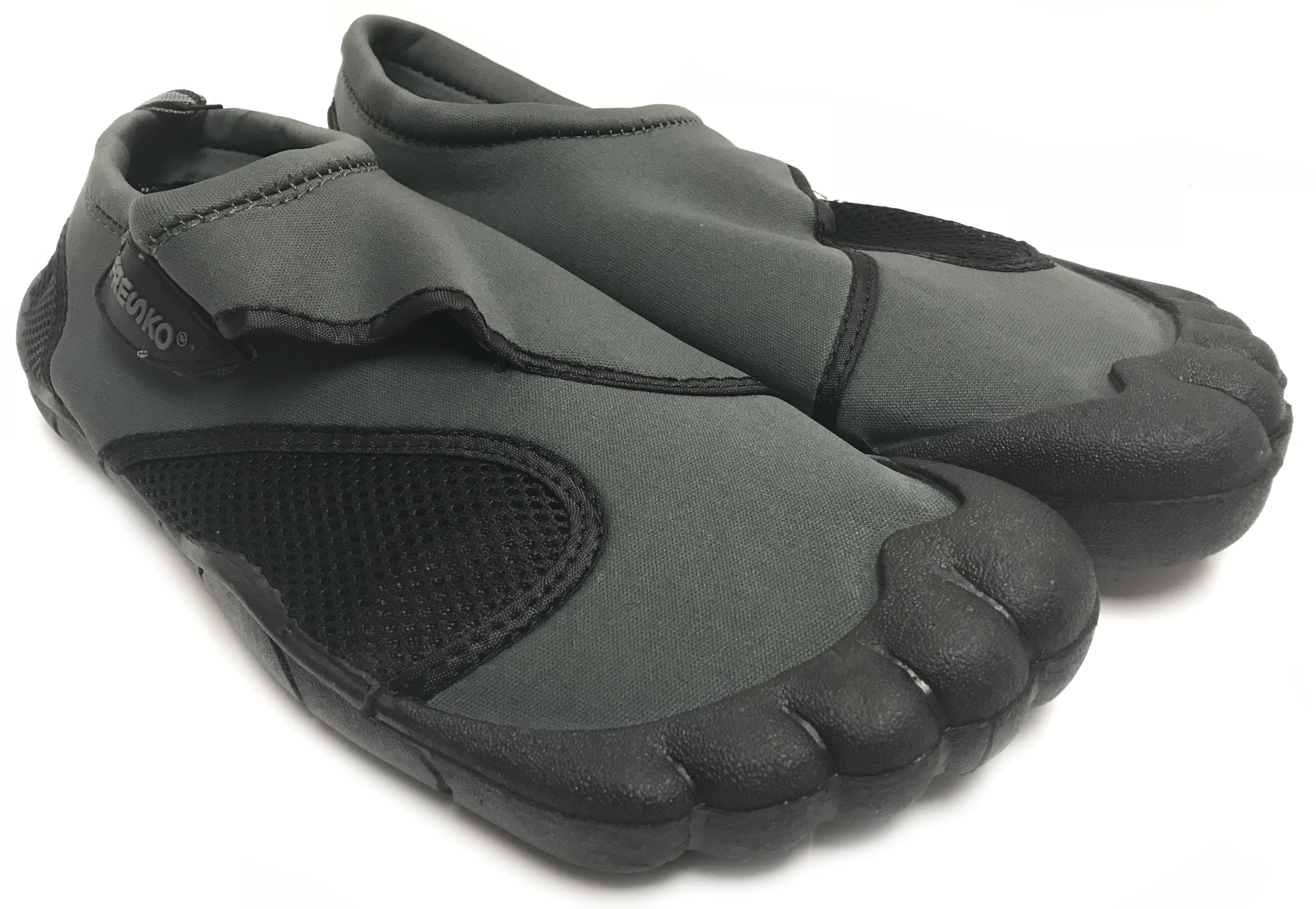 e3fbd7f0817d Fresko Men s Slip on Aqua Water Shoes with Toes