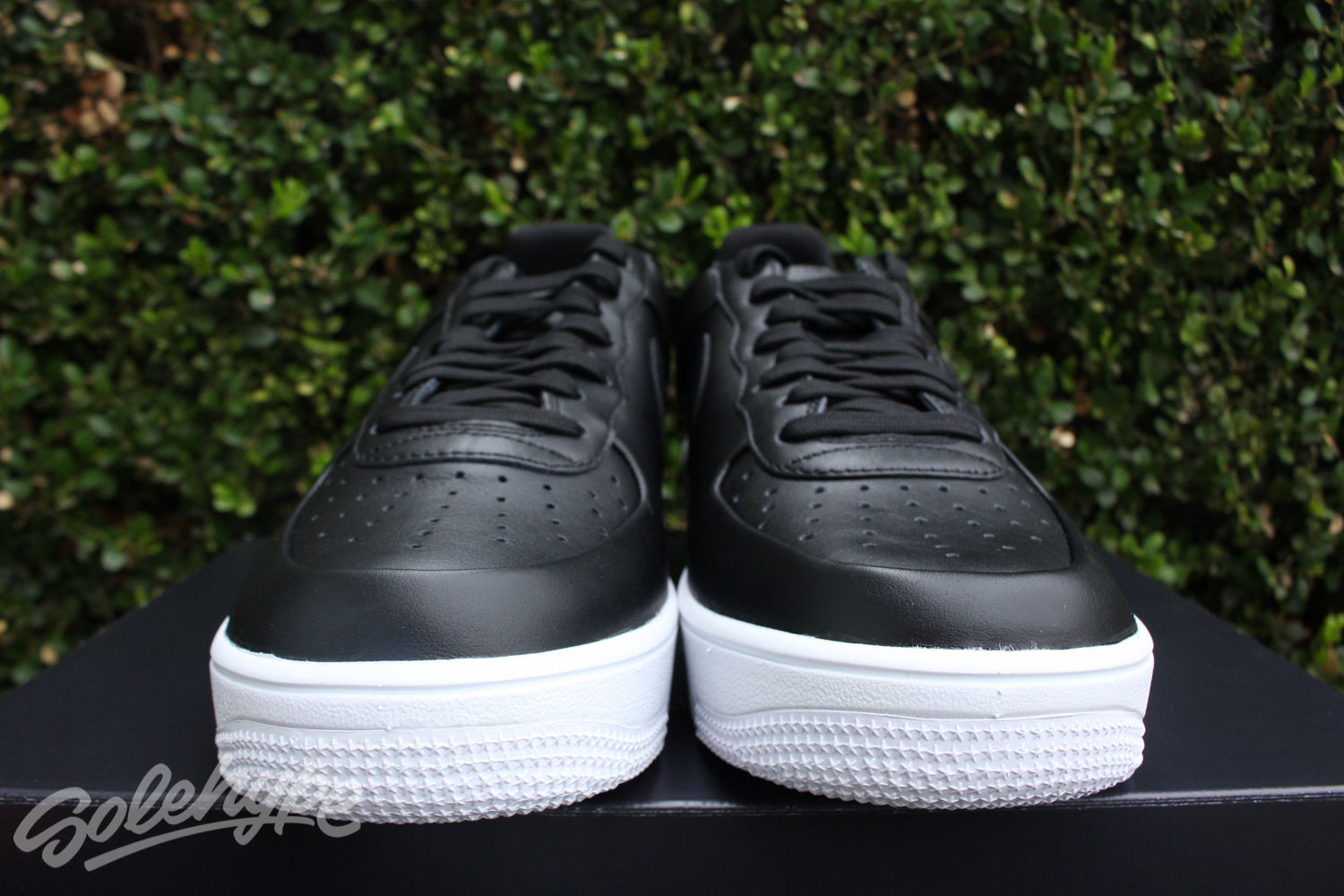 NIKE AIR FORCE 1 ULTRAFORCE LEATHER SZ 9.5 LOW BLACK WHITE 845052 001