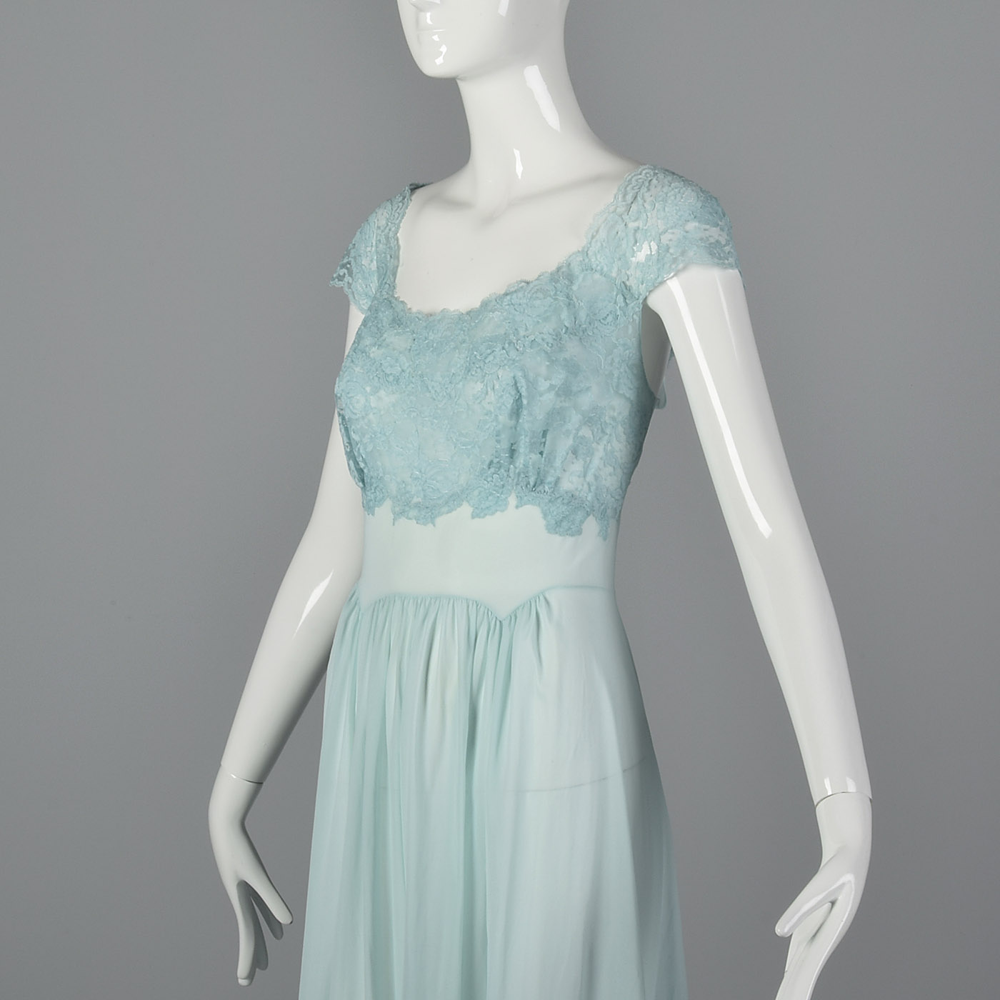 e159392a32 M 1950s Vanity Fair Long Blue Nightgown Lace Shelf Bust Sleepwear Lounge 50s  VTG