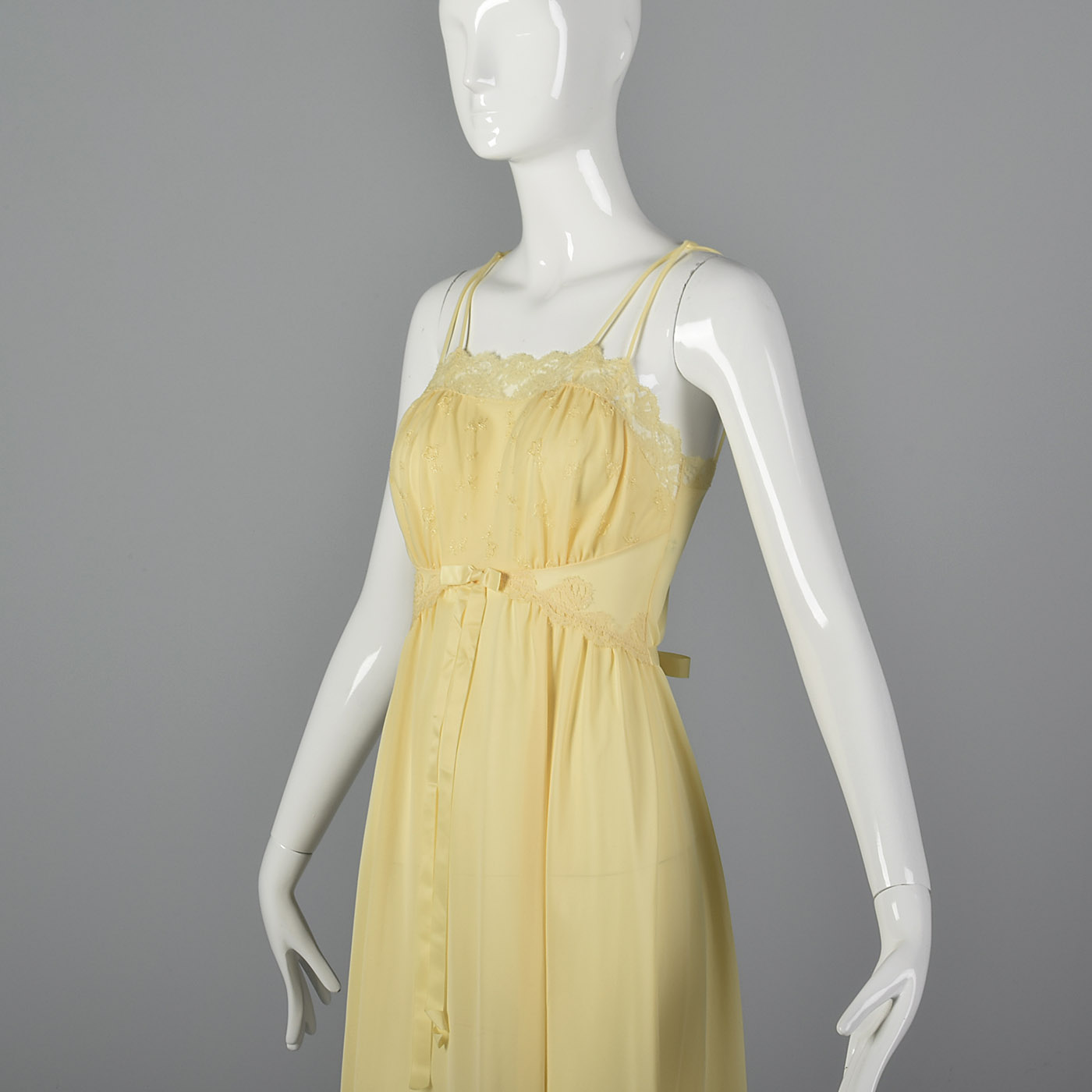 1997fafadf XS 1950s Yellow Sleeveless Nightgown Tie Back Waist Lace Trim Sleepwear 50s  VTG