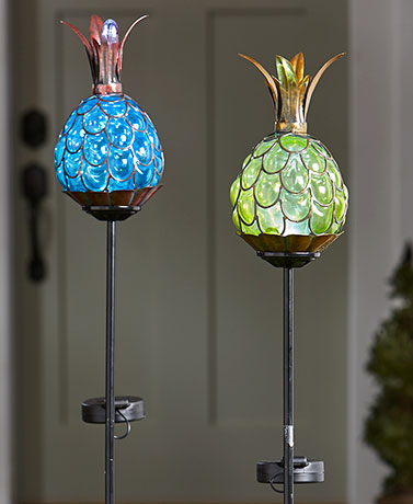 Gentil Solar Powered Lighted Blown Glass Pineapple Stakes Outdoor Light Decor  Garden