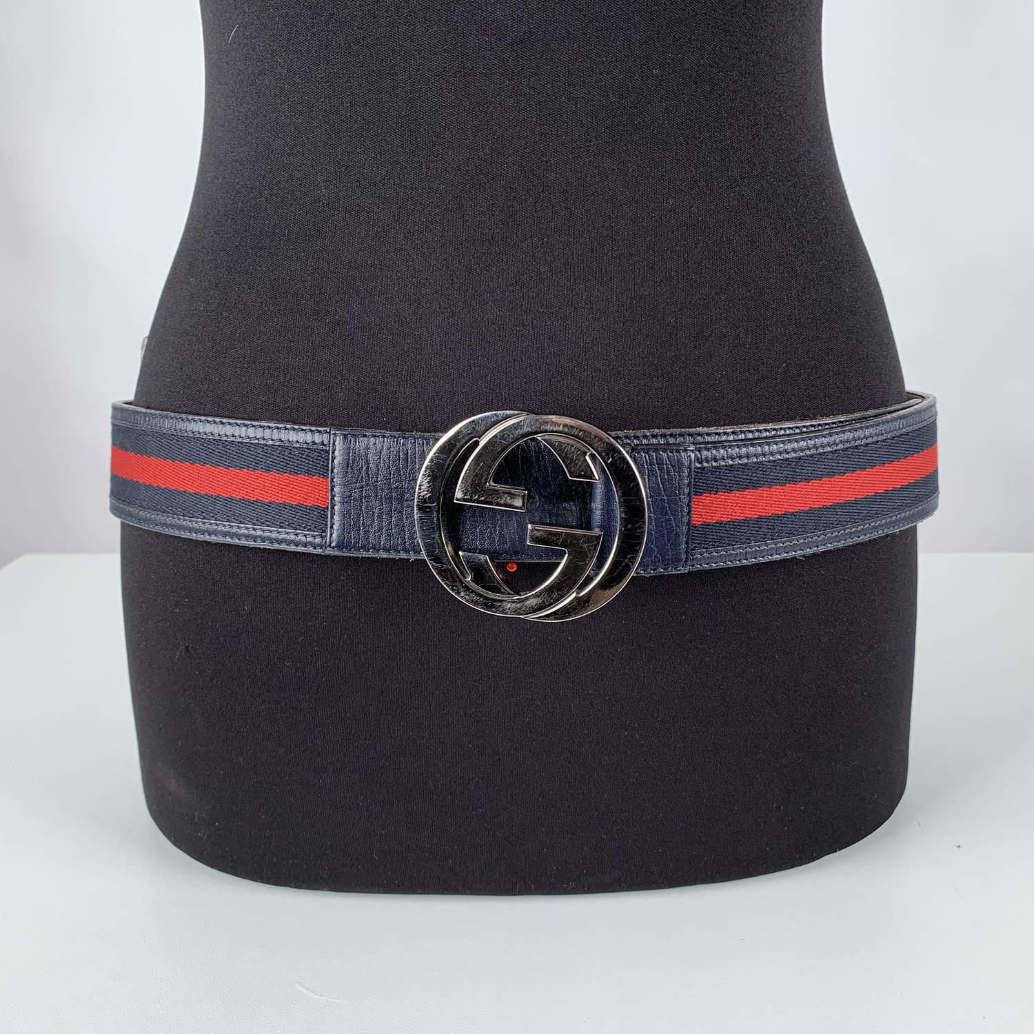 6a0cc4842 Gucci blue and red striped canvas and leather belt. Silver metal GG buckle.  Width: 1.5 inches - 3,8 cm. 'GUCCI - Made in Italy' engraved o nthe reverse  of ...