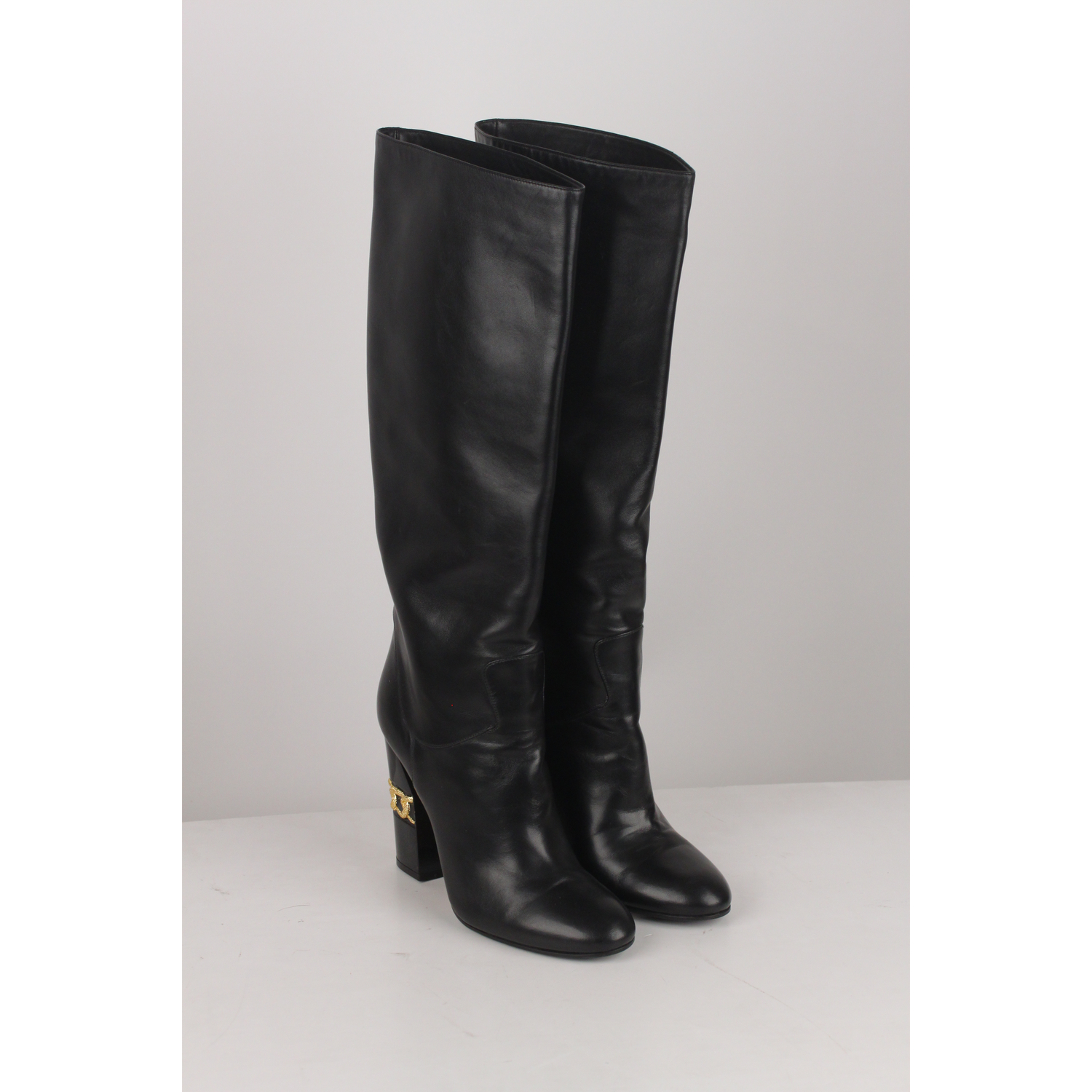 8a0c26bde0e Casadei - Made in Italy - Black Leather - Gold chain detaili on the heels -  Pull on Style - Size 7
