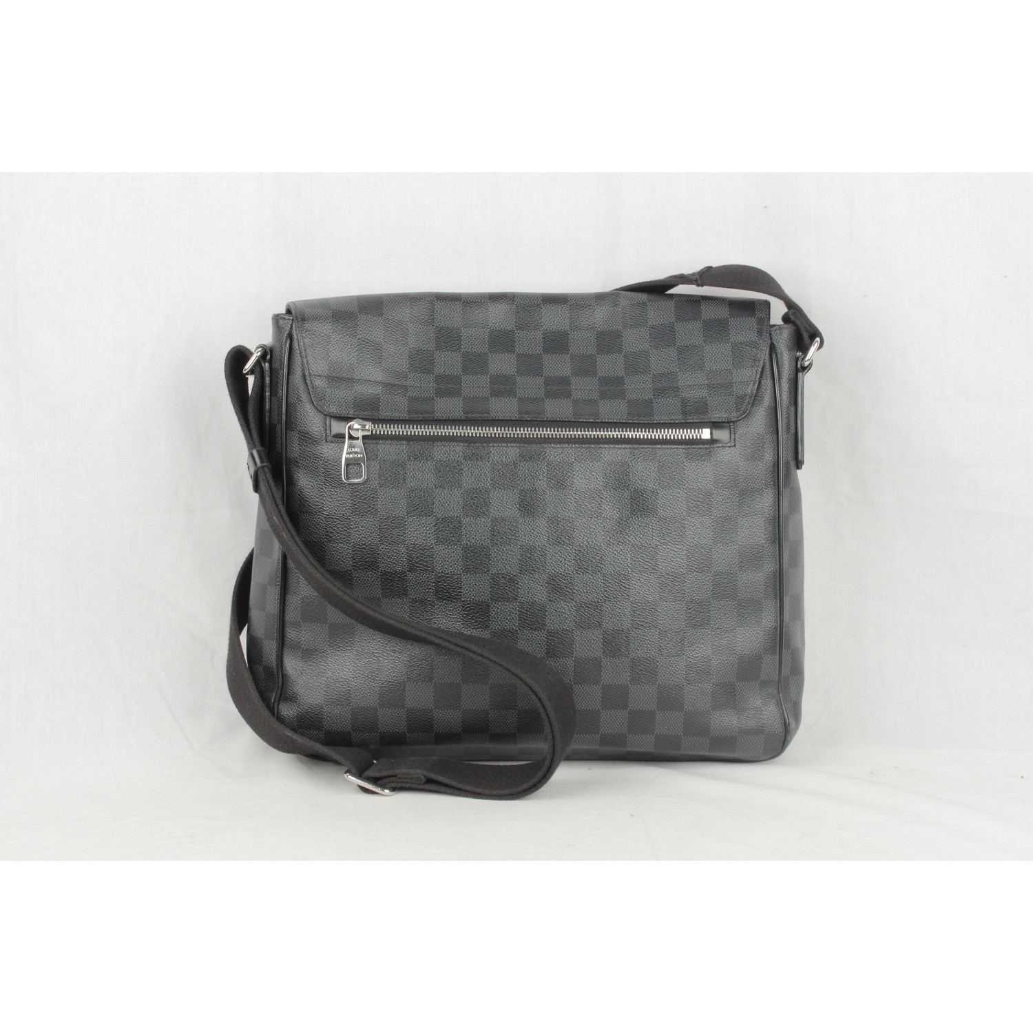 2feb548374763 Authentic LOUIS VUITTON Damier Graphite DISTRICT MM Messenger Bag