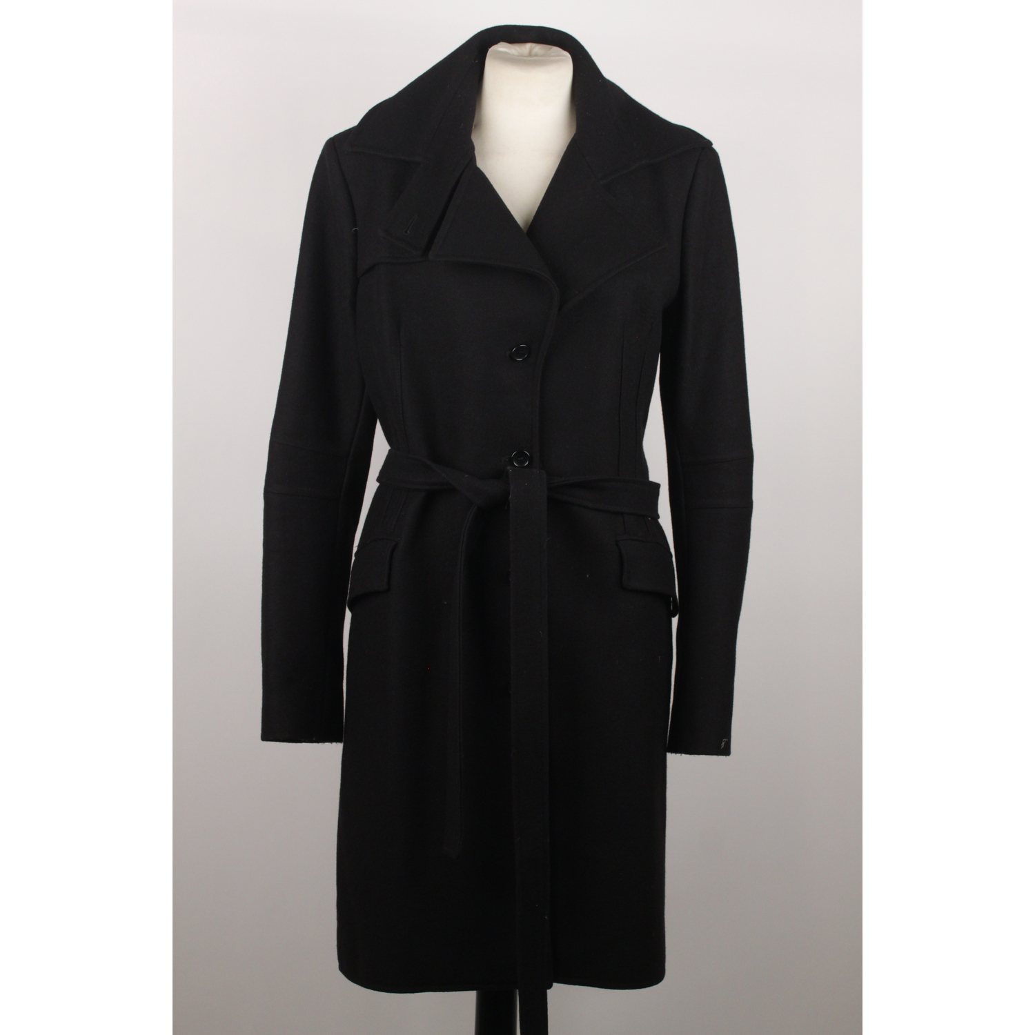 ae03ae27c1f Composition: 80% Wool, 20% Nylon - Belted waistline - Side pockets - Black  lining - Size: 44 IT (The size shown for this item is the size ...