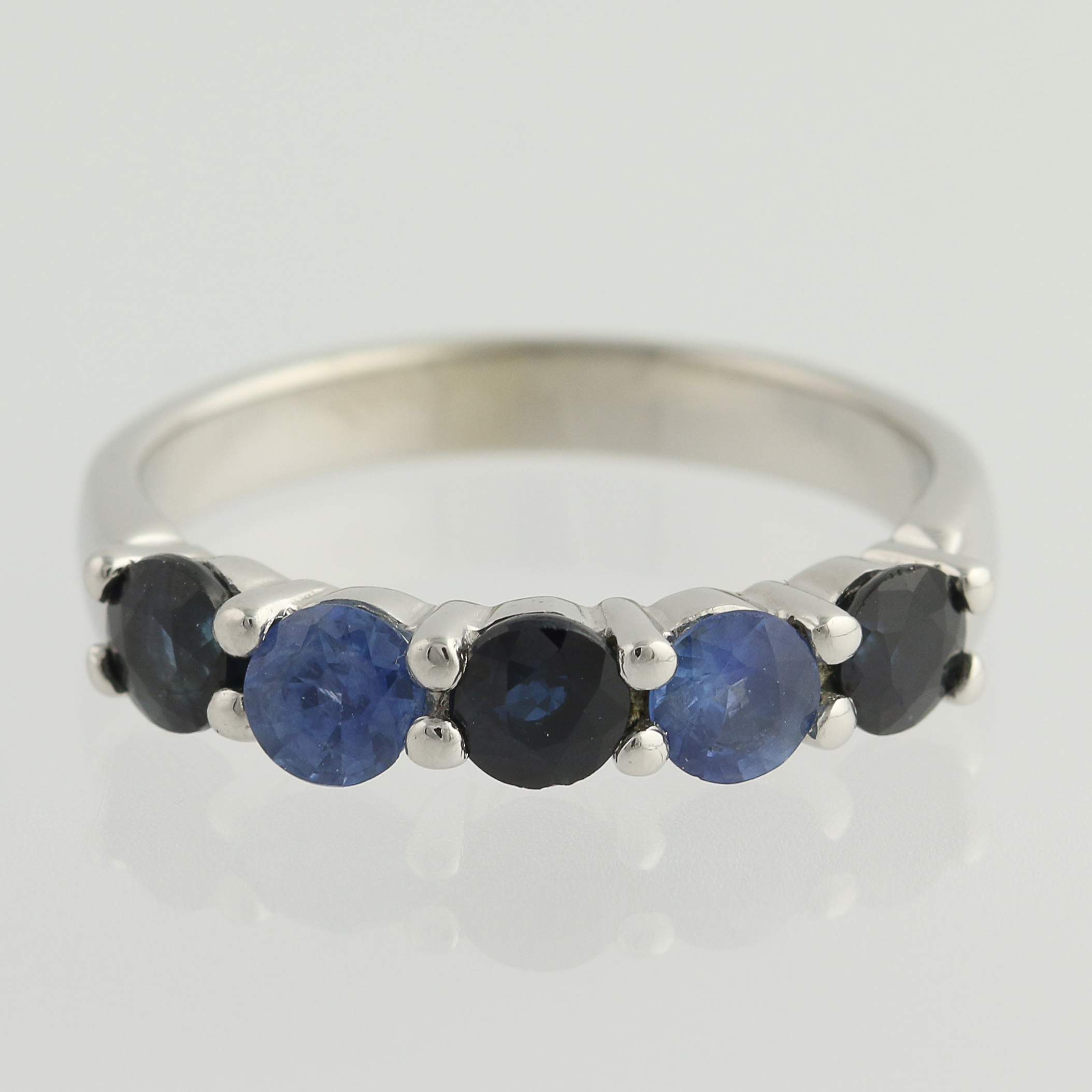 a it sapphire is blue find for september the at birthstone