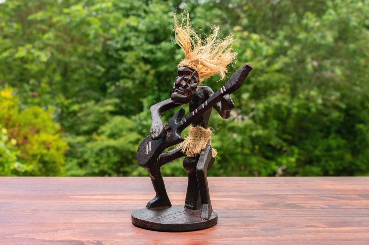 C Wooden Hand Carved Primitive Tribal Guitarist Tiki Statue Bar Guitar Figurine